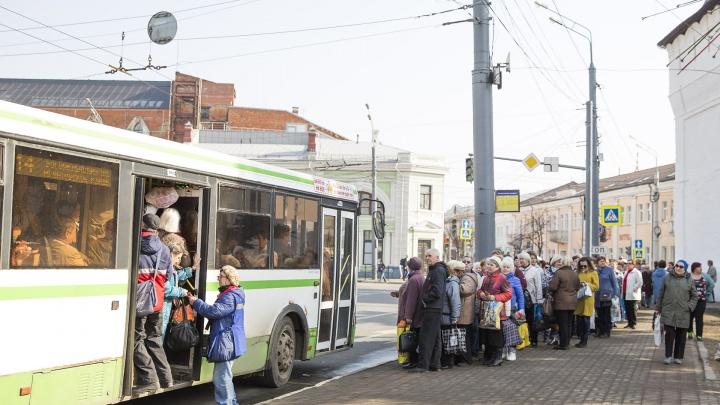 В Ярославле отменили автобусы до кладбищ на Пасху