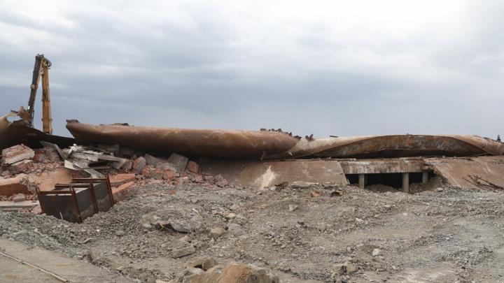 На ТЭЦ-3 в Норильске снесли резервуар, из которого произошел разлив 20 тысяч тонн дизтоплива