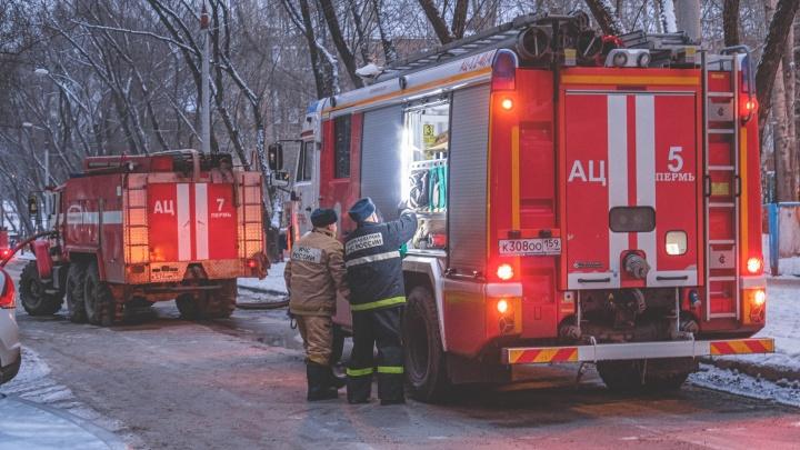 В Перми во время пожара в многоэтажке погибла женщина