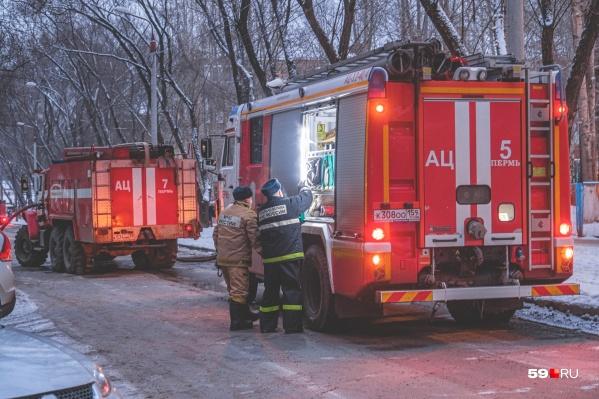 На ЧП приехало 10 пожарных машин