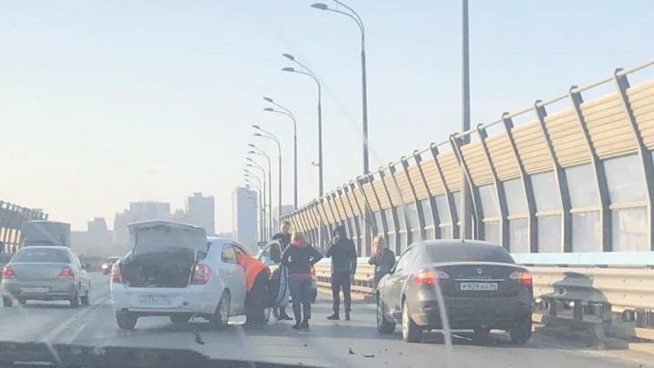 В Волгограде на «танцующем» мосту через Волгу разбились две иномарки