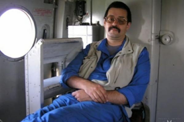 Илья Анатольевич Житков пришёл в краевую больницу сразу после интернатуры, а с 2 июля 1990 года начал работать в санавиации