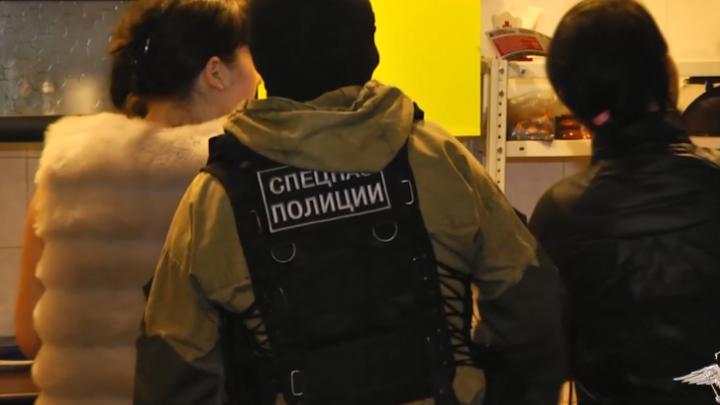 Полицейские накрыли крупную ОПГ, держащую салоны с проститутками по Красноярску