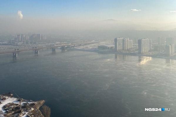 Загрязнение отчетливо видно с горы