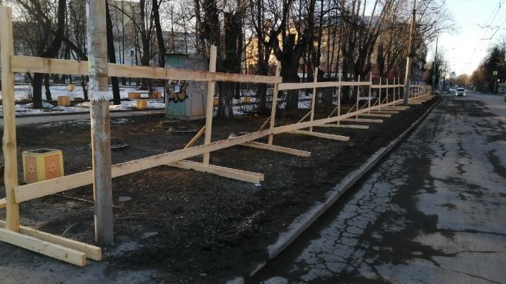 На Уралмаше начали реконструкцию сквера с фонтаном-цветником. Показываем, как он будет выглядеть