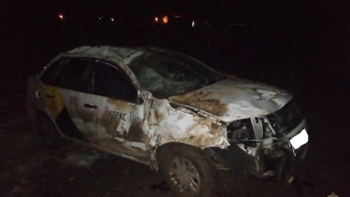 В Волжском разбился вылетевший с дороги пьяный таксист
