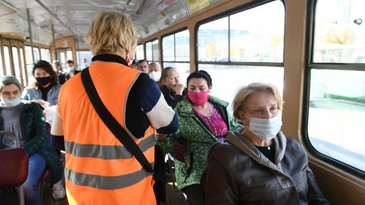 Маски надеваем! Как общественный транспорт Екатеринбурга работает после замечания губернатора