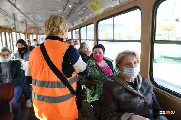 Транспортникам Екатеринбурга разрешили не возить пассажиров без масок