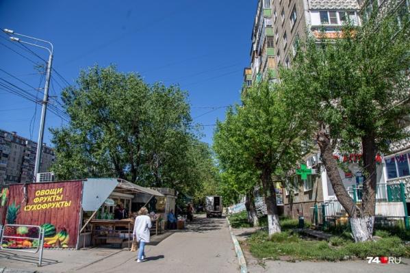 Чаще всего в Челябинске борьба с нелегальной торговлей напоминает работу ветряной мельницы: ларьки убирают, но через некоторое время они вновь появляются на улицах