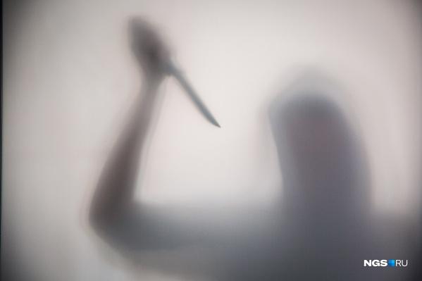 Мужчина пришёл к дому бывшей пьяным и с ножом