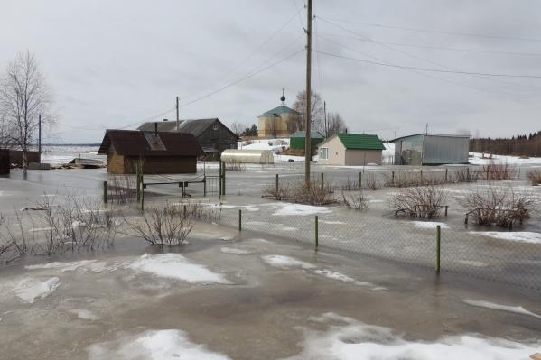 Самым проблемным местом ледохода на Северной Двине считается сейчас Холмогорский район<br>