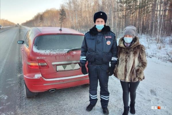 Девушка пыталась остановить машины, проезжавшие мимо, но у нее ничего не вышло