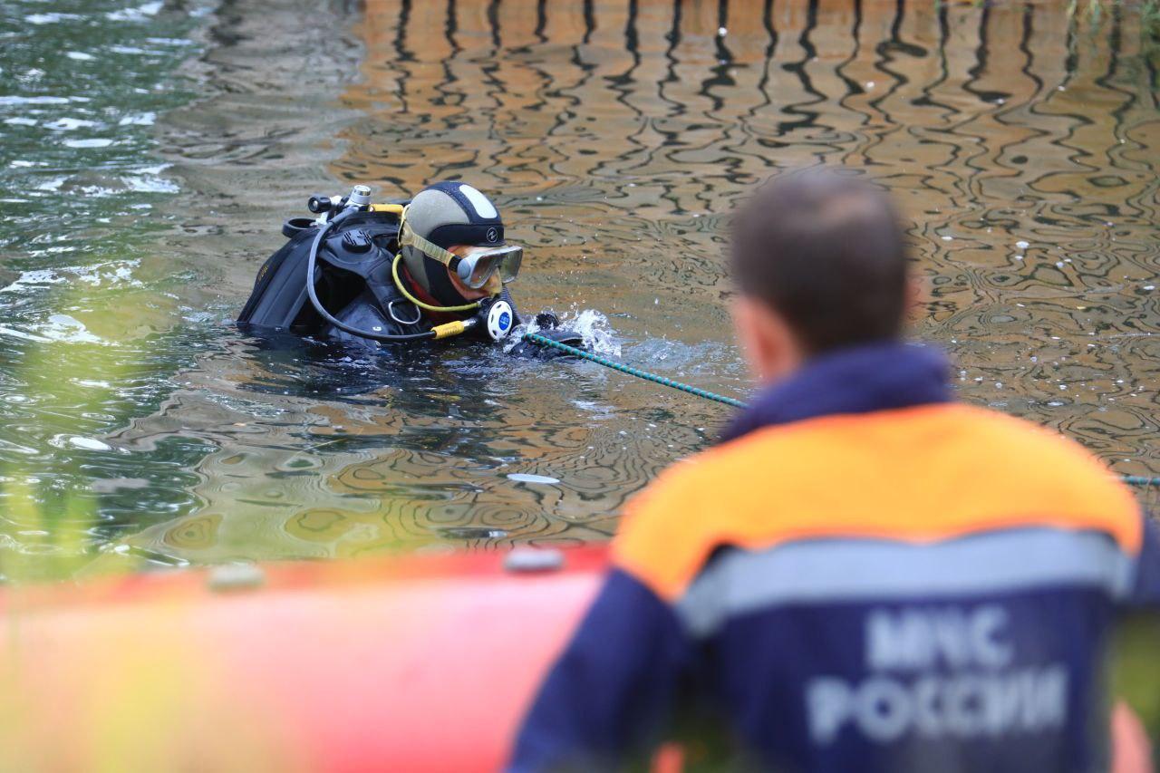 Как сообщил корреспондент с места событий, тело было найдено около 18:00