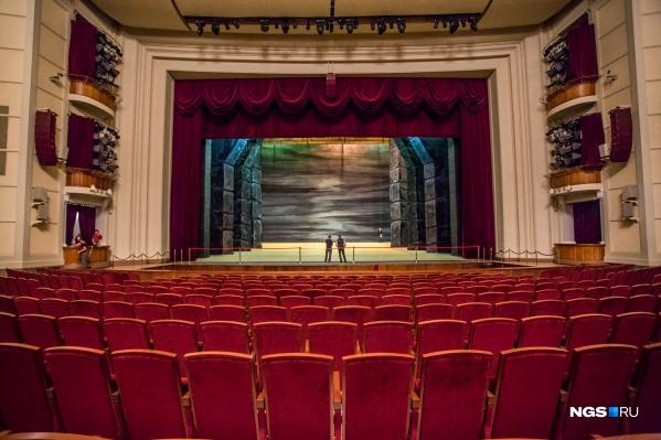 Новосибирские театры в срочном порядке переносят спектакли — билеты можно вернуть или прийти с ними на перенесённый спектакль