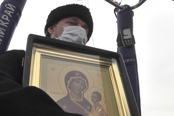 Отец Максим Кайгородов в небе над Кунгуром