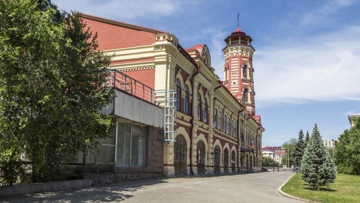 Не более пяти человек в масках: Волгоградский краеведческий музей возобновил пешеходные экскурсии