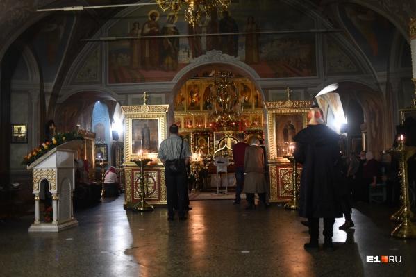 В большинстве храмов Екатеринбурга было немноголюдно