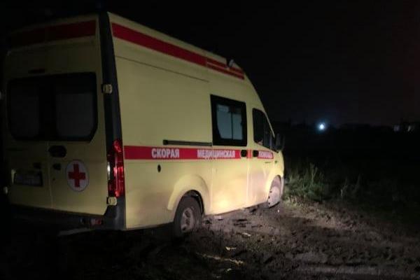 В посёлке на гостевом маршруте Челябинска, где жители жаловались Текслеру на дороги, застряли в грязи две скорые