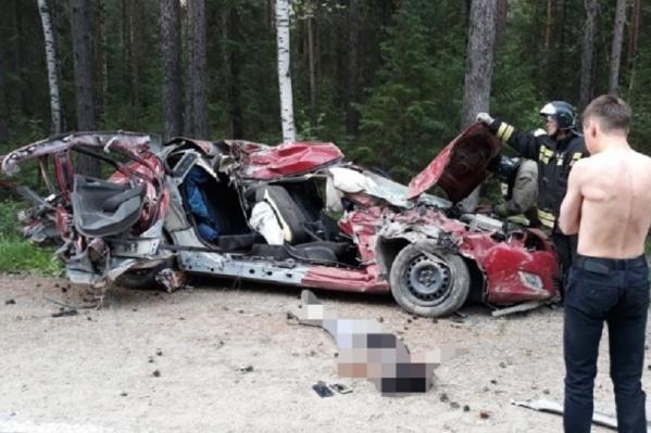 21-летний водитель в аварии не пострадал, но пассажиры погибли