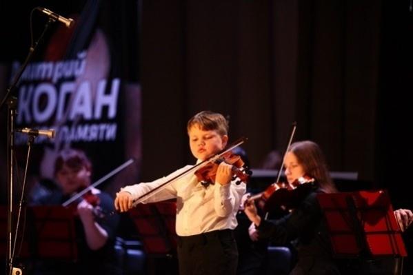 Севастьян Тархов выступает на концерте «Скрипичный ключ Дмитрия Когана» уже второй раз