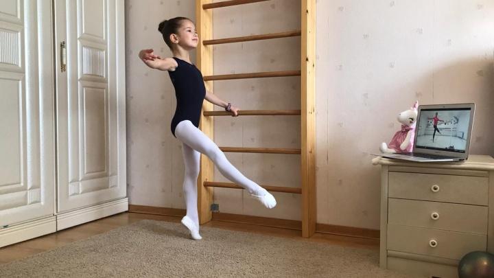 Уральские балерины на самоизоляции тренируются онлайн: видео