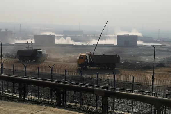 Сейчас с территории вывозят зараженный топливом грунт
