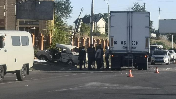 За рулем сидел пенсионер: полиция рассказала подробности ДТП с «Волгой» и грузовиком