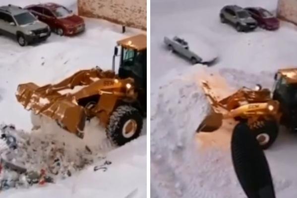 Мусорная куча к концу видео превращается в снежную