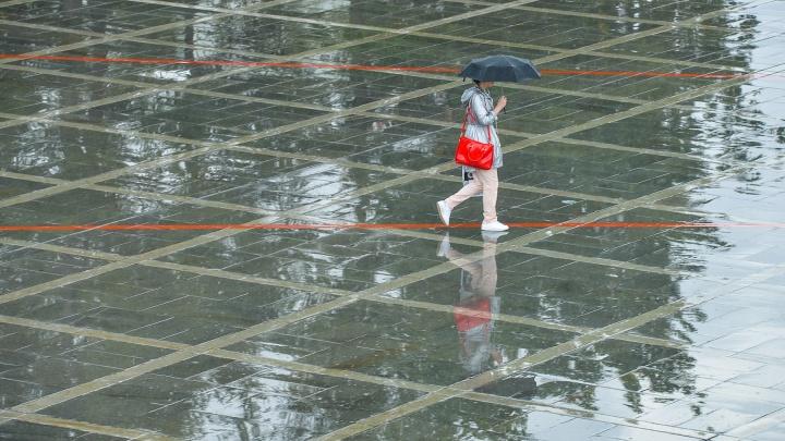 Не убирайте зонтики: синоптики продлили штормовое предупреждение в Свердловской области