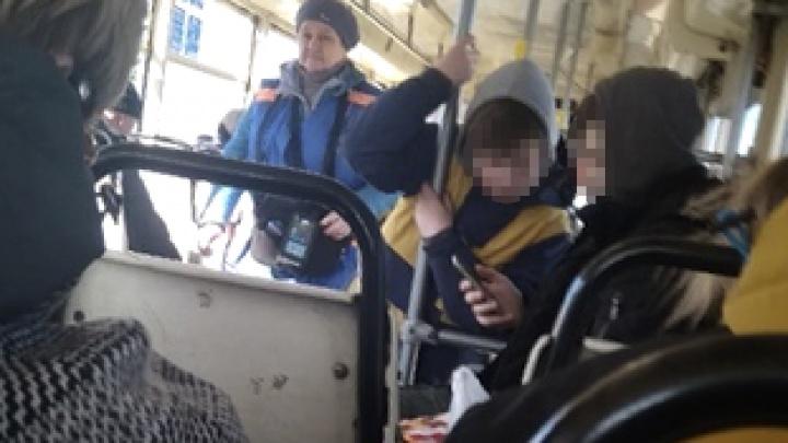 «Матерились на весь вагон»: в Ярославле подростки устроили скандал с кондуктором