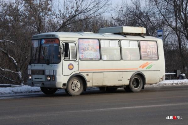 Пассажир автобуса в Кургане сообщил об отказе кондуктора вернуть плату за проезд из-за сломавшегося автобуса