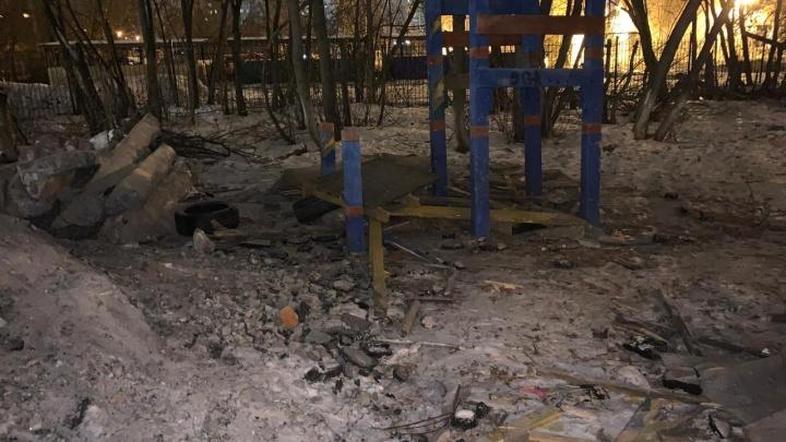 На Уралмаше из-за мусора, оставленного крупным застройщиком, пострадали двое детей