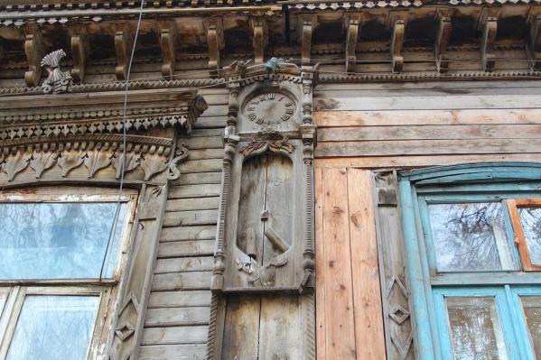 У резных часов на фасаде трагическая история появления