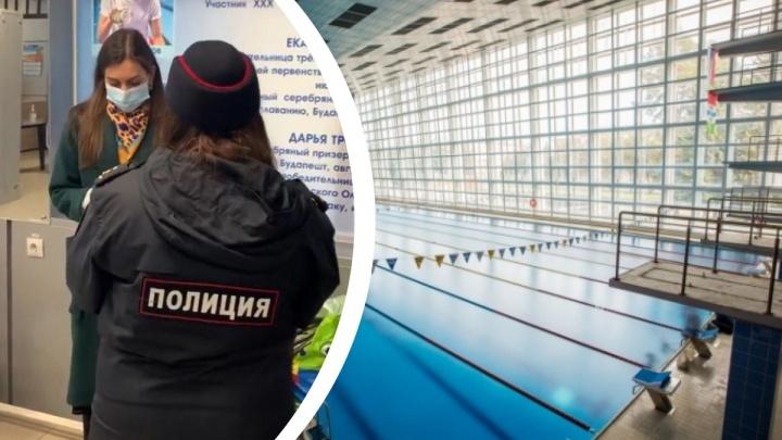 Полицейские пришли в бассейн «Нептун» проверять маски у посетителей