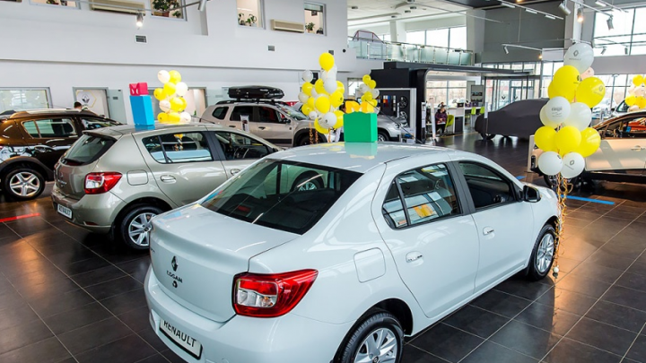 Очереди вернулись: в разгар пандемии в Челябинске возник дефицит популярных автомобилей