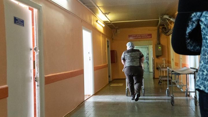 «Отчим истощал до состояния мумии»: омичка пожаловалась на лечение в БСМП-1