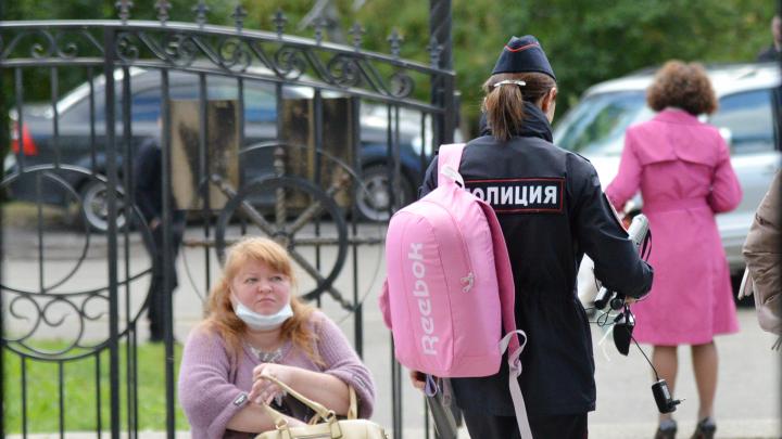 С ранцами, цветами и под прицелом термометра: что прошли в школах 1 сентября родители из Архангельска