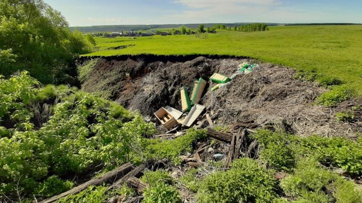 «Это кощунство»: общественник обнаружил почти десяток гробов на свалке в Башкирии