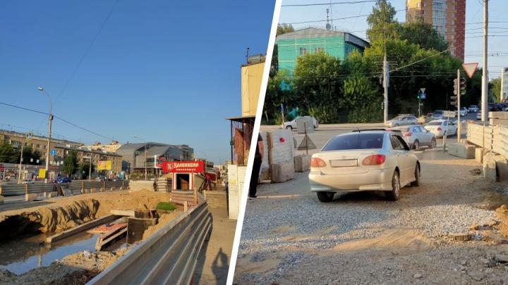 Во время ремонта теплотрассы вода размыла дорогу в Октябрьском районе
