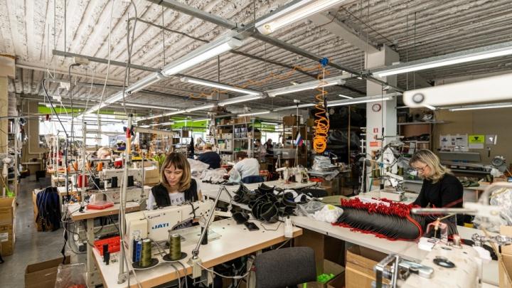 Фабрика разврата: как в глубине Дзержинки шьют дорогущее бельё для раскрепощённых мужчин Запада