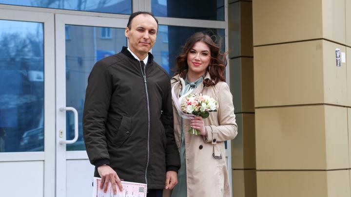 Молодожены — о свадьбе в эпоху коронавируса: «С кем самоизолируемся, с теми и отметим»