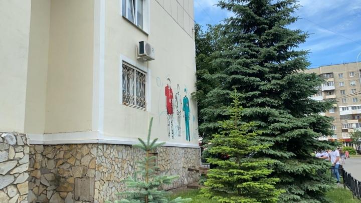Хроника коронавируса в Башкирии: появилось новое граффити в поддержку медиков