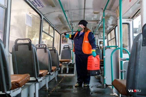 Количество пассажиров в маршрутках сократилось в пять раз, а машины теперь дезинфицируют по несколько раз в день