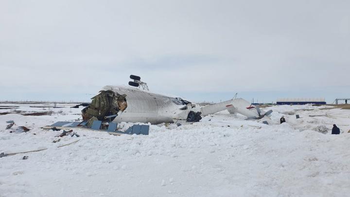 Летевший в Красноярский край вертолет с вахтовиками жестко сел на Ямале. Видео