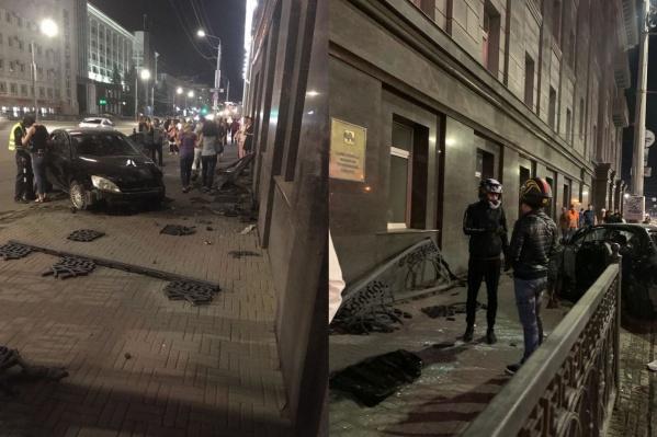 ДТП произошло около полуночи в выходной день, когда в районе площади Революции гуляет особенно много людей
