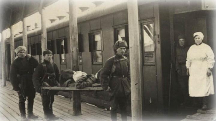В школах, где размещались эвакуационные госпитали, показали архивные снимки