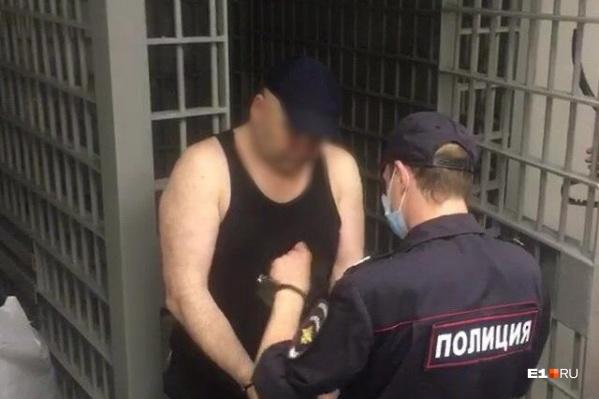 Мужчину обвиняют в умышленном убийстве, изнасиловании и насильственных действиях сексуального характера