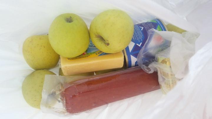 «Дети будут питаться химией?»: в Тюмени родители возмущены продуктовыми наборами для школьников