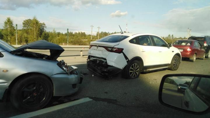 «Паровозик» из пяти машин: на Тюменском тракте из-за столкнувшихся автомобилей выросла пробка