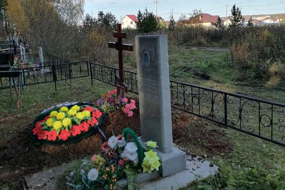 Участки на кладбищах в Косулино и в Белоярском огораживают произвольно, захоронения вышли за пределы кладбищ и располагаются на сельскохозяйственных землях, утверждает замдиректора «Мемориала»